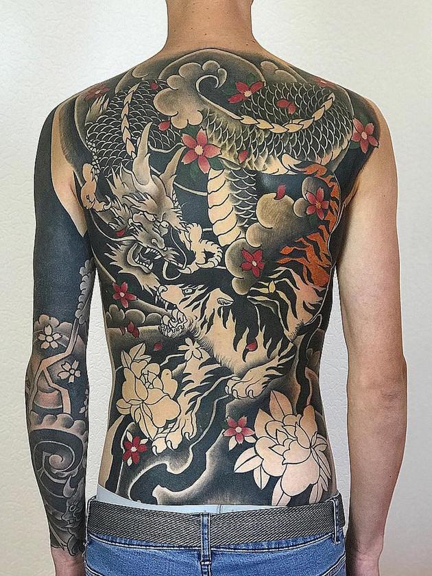 chinese dragon on back - chinese tattoo - black house tattoo prague