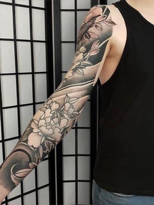 Tattoo sleeve with peonies Dragon back tattoo - Japanese tattoo - Black House Tattoo Prague - tattoo for men - tattoo for women