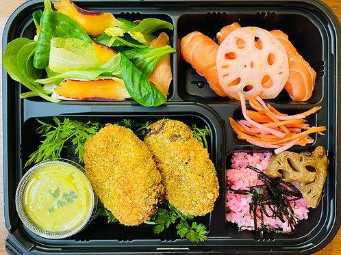 Bentô Korokké avec Sushi au Saumon