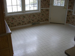 Outdated Vinyl Flooring/Click PIC...