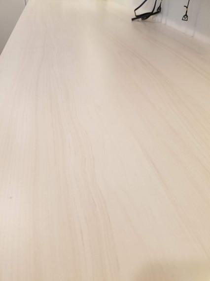 Subtle Wood Grain Pattern