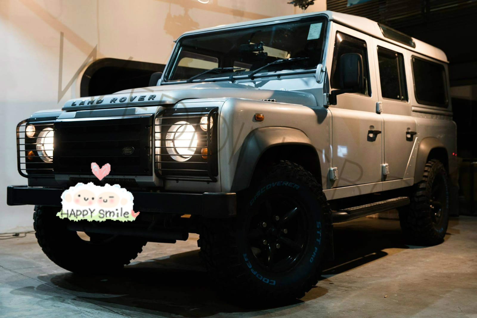 Land Rover Defender (銀)