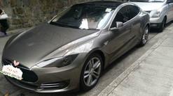 Tesla S 灰色