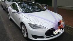 Tesla S 白色
