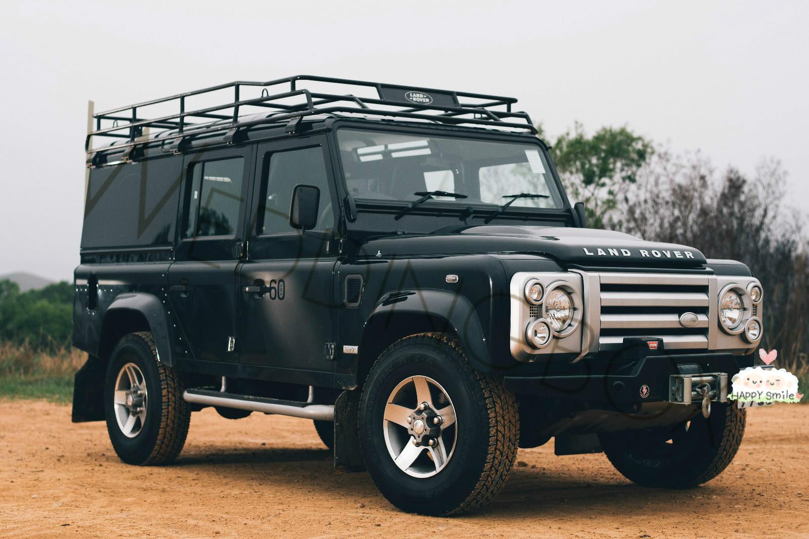 Land Rover Defender (黑)