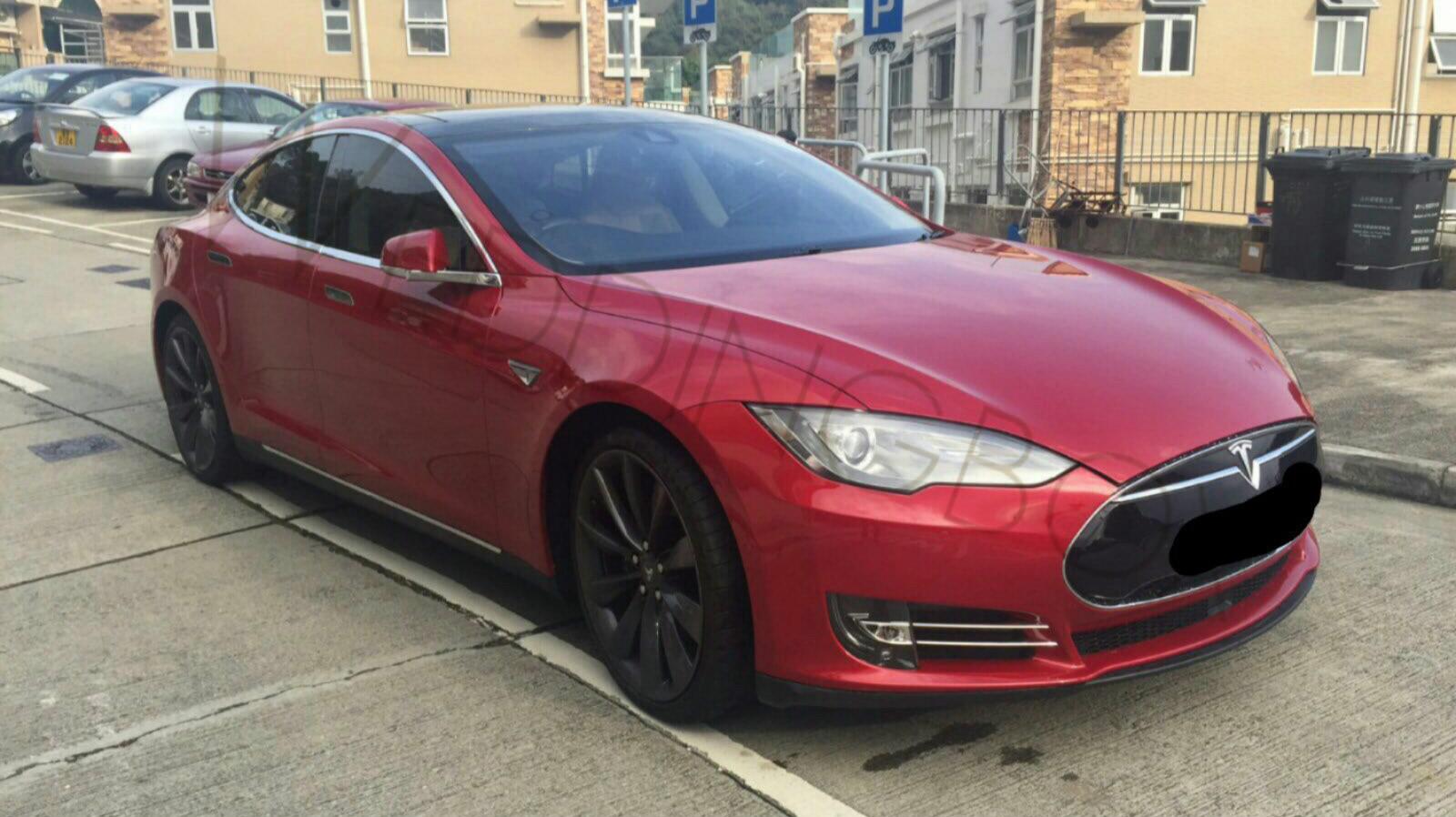 Tesla S 紅色