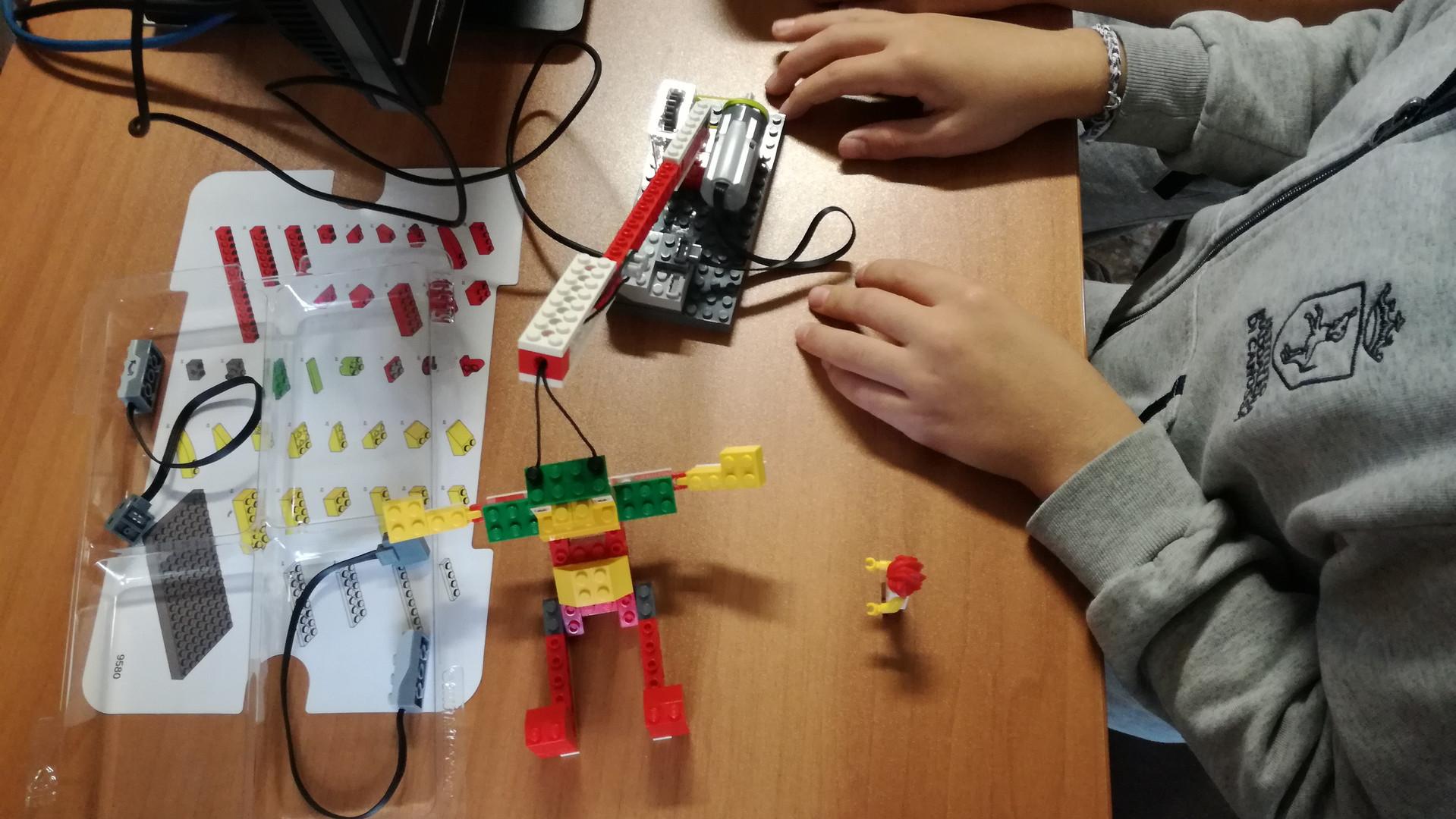 Lego WeDo_5.jpg