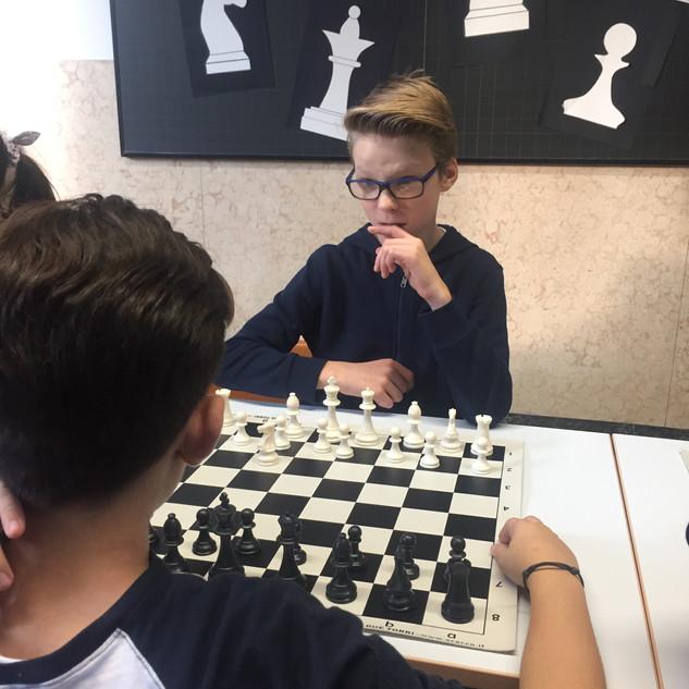 partita di scacchi fra studenti