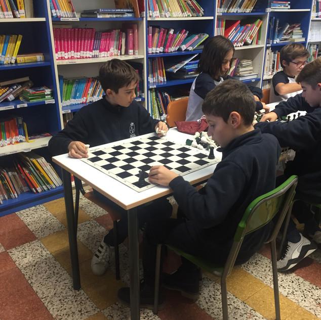 i nostri alunni in aula scacchi