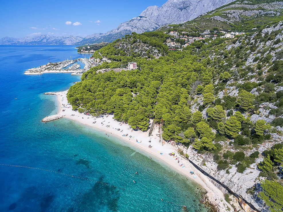 Krvavica beach, just 100 m on foot from camp, Lots of shade with two cafes. From this point you can walk all the way to Makarska and Brela, along the promenade.