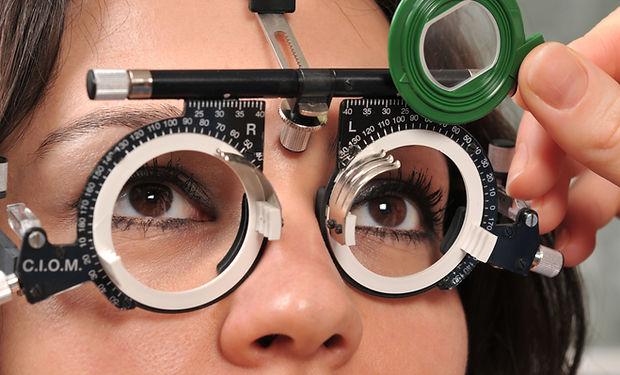 examen femme oeil du patient