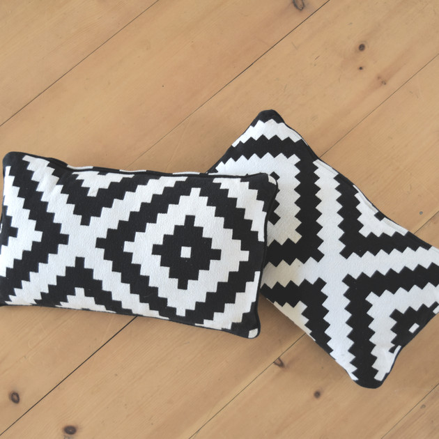 BLACK AND WHITLE PILLOWS