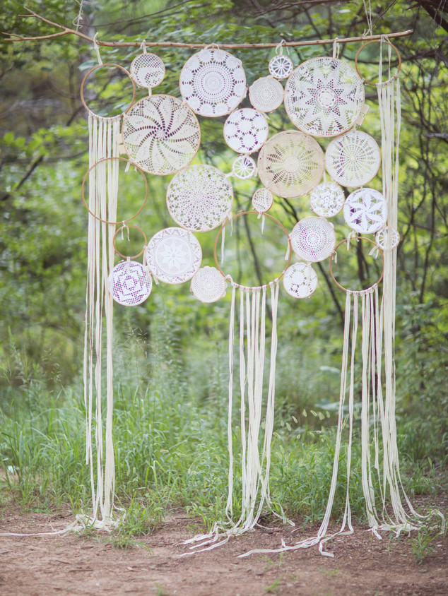 DOILY HANGING BACKDROP