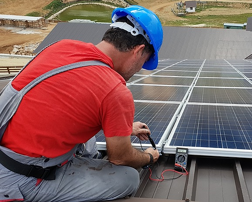 technician-solar-panel-meter2-crop.png