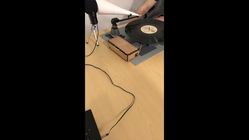 Lego-safety pin record player