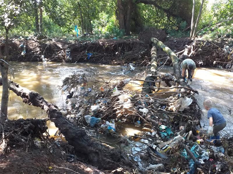 Hundreds get hands dirty to clean up Hennops - Residents joined hands to clean a stretch of the Hennops river in Clubview over the weekend.