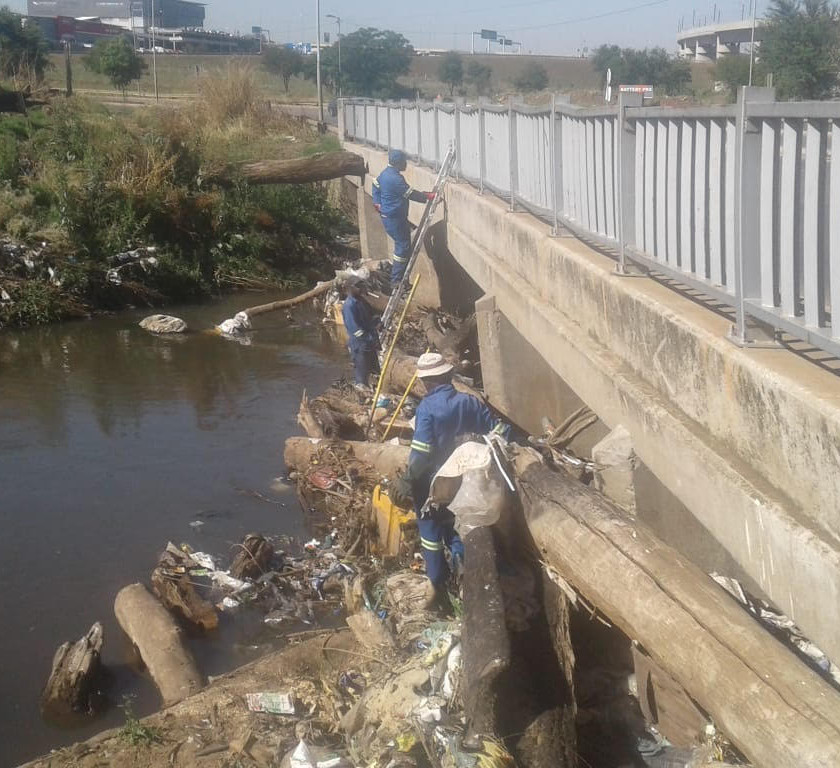 Hennops River Restoration and Clean Up Campaign - Clearing plastic from river