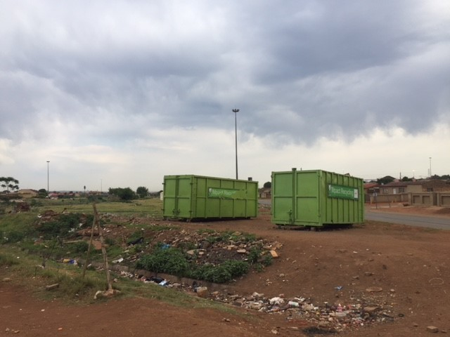 We found a recycling facility in Tembisa next to the Sedibeng stream. It is well organised with recycling skips, and shaded area for sorting.