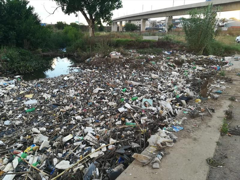 UPDATE: 'Four tons' of garbage accumulating in Hennops River
