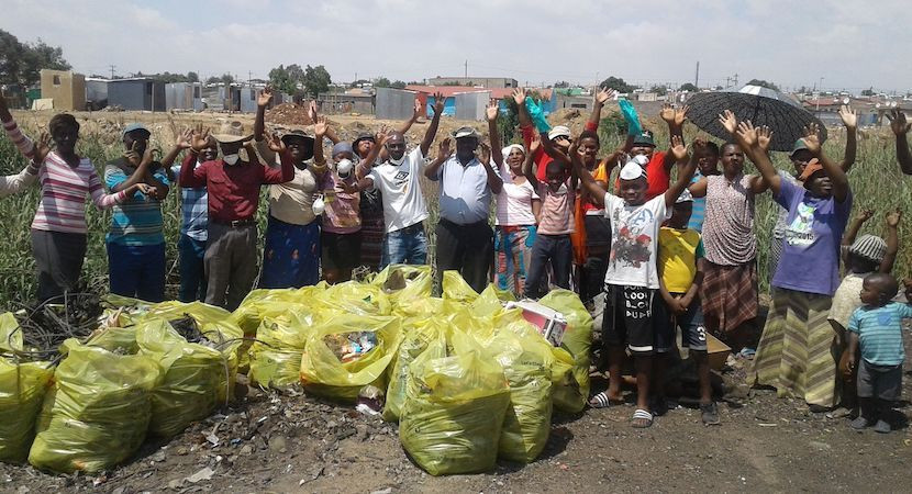 Community along Kaalspruit, which feeds the Hennops, cleaning up. Credit: Willem Snyman