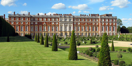 Hampton-Court-Palace.jpg