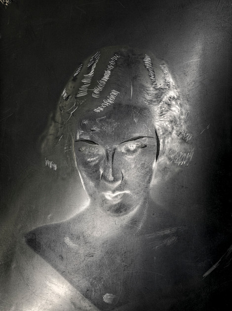 Negativo 5 x 7 circa 1920  Pienso que es un tratamiento muy original retomando estilos del pasado y viéndolos literalmente bajo otra luz.