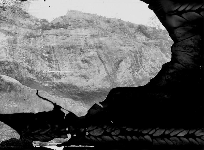 En los 80´s ir de excursión a Real Catorce a comer peyote y subir al Cerro Sagrado de los Huicholes, no era una actividad popular entre los jóvenes de mi generación, lo que comenzó como una visita al desierto se convirtió en un ritual de continuidad, de experimentación visual y sensorial.