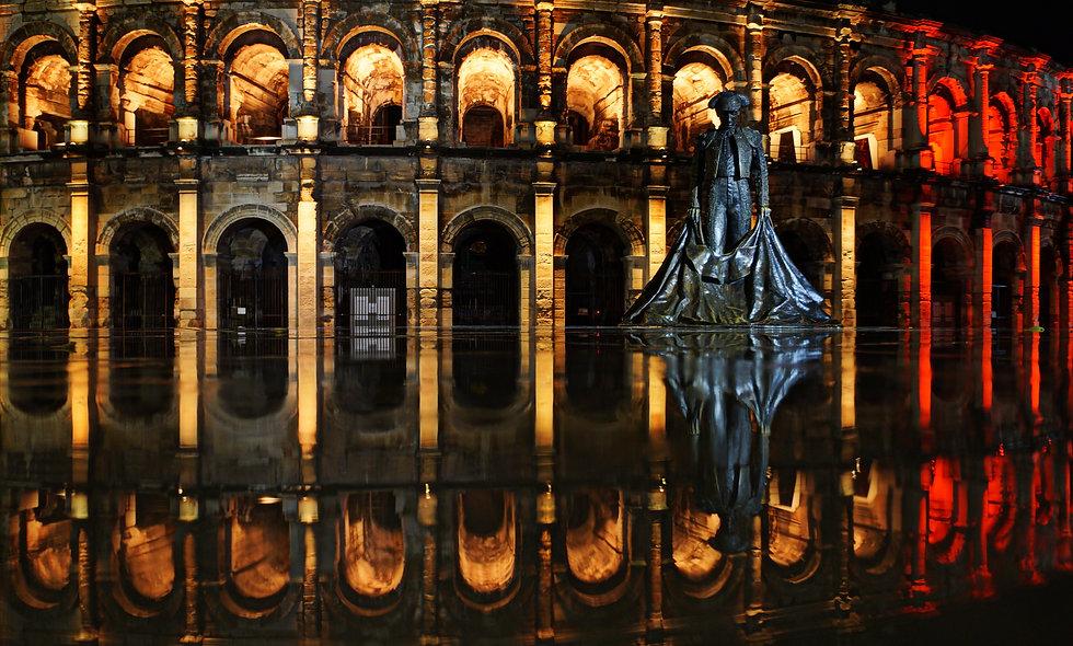 Les Arènes de Nîmes reflet