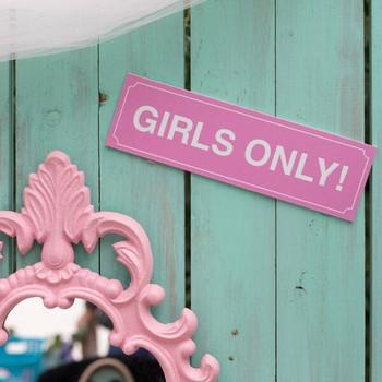 Chicas sola. Diseñamos vuestra actividad unica para celebrar vuestra despedida de soltera en Málaga. www.malagacityadventure.com/actividades-despedidas-soltera