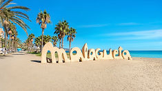 La Malagueta. Der Stadtstrand im Zentrum von Malaga und beliebtes Ziel in jedem Urlaub. Entdecke noch mehr schöne Orte im Zentrum von Malaga auf unseren Stadtabenteuern. www.malagacityadventure.com