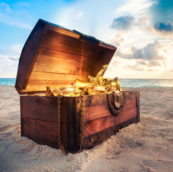 Treasure chest beach. On our Sightseeing Treasure Hunt you will visit the city center of Malaga in fun and extraordinary way. Get your holiday experience now! www.malagacityadventure.com/holiday-city-center-crime-tour