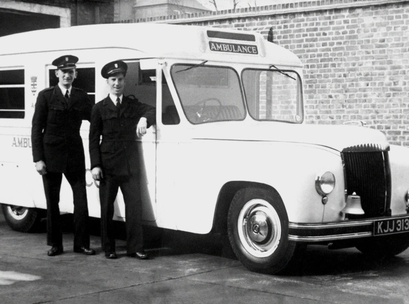 Daimler DC27 Wandsworth Ambulance Hooper