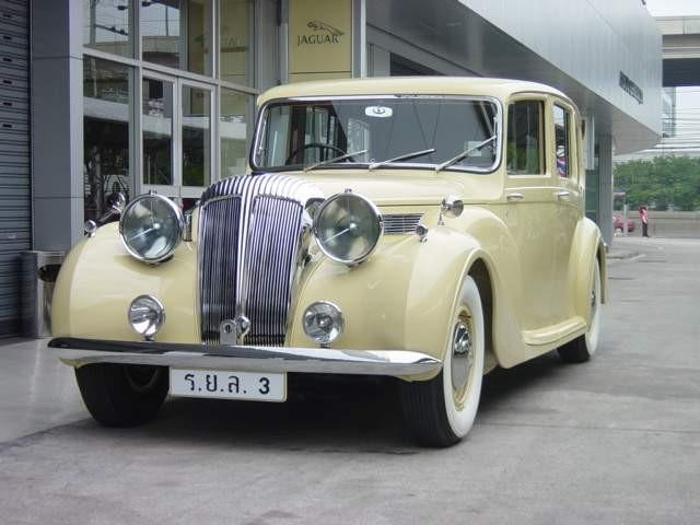 Daimler DE36 landauletteThailand (1).jpg