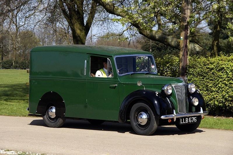 LD10 Hooper Bodied Van.jpg
