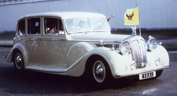 Daimler DE36 landauletteThailand (7).jpg