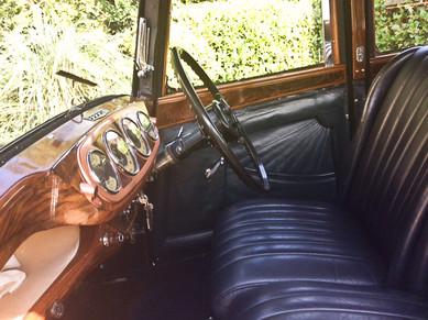 3) Daimler-bodied 6-light Saloon B.E.Smith Collection VN8275 dash