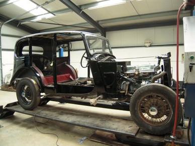 5) Daimler-bodied 6-light Saloon H.D.Saunders