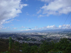 Stadt Guatemala mit Vulkan