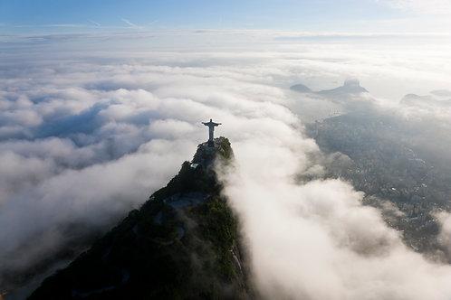 Tượng Chúa Giang Tay Trên Đỉnh Núi