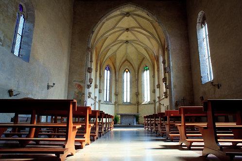 Bên Trong Nhà Thờ Gothic