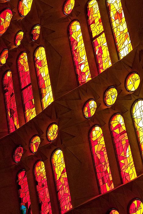 Cửa Sổ Kính Nhà Thờ Gothic