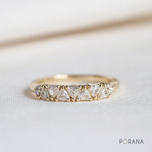 7 Trilliant cut diamond band ring