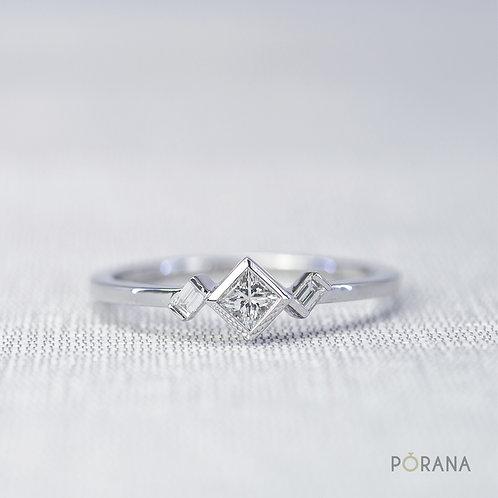 [WEAVE] Princess cut Diamond Engagement Ring with Baguette side diamonds