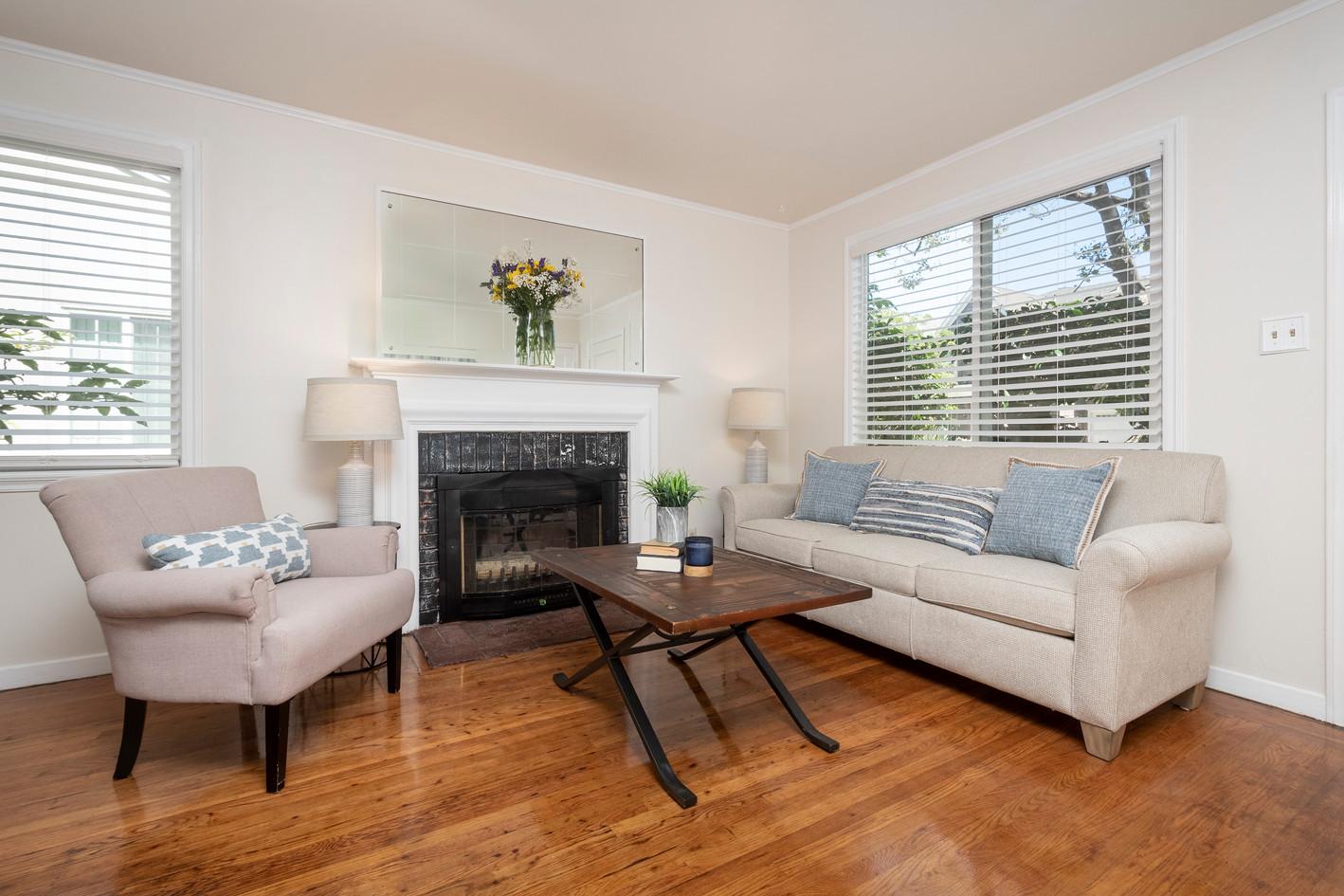 05 - Living Room (1010) - 1010-1012 S Id