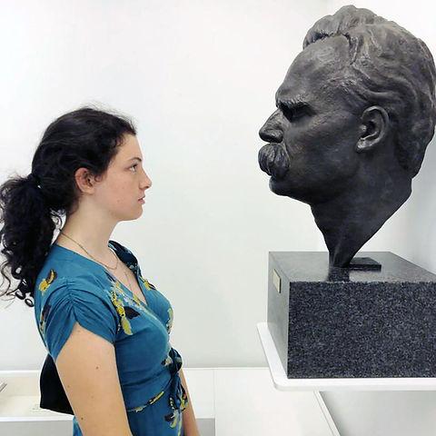 Chloe y Nietzsche.jpg