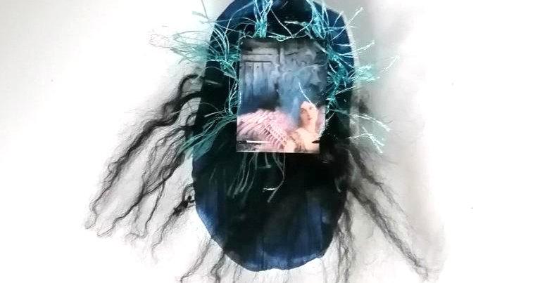 Broche Grigri mystère poétique bleu