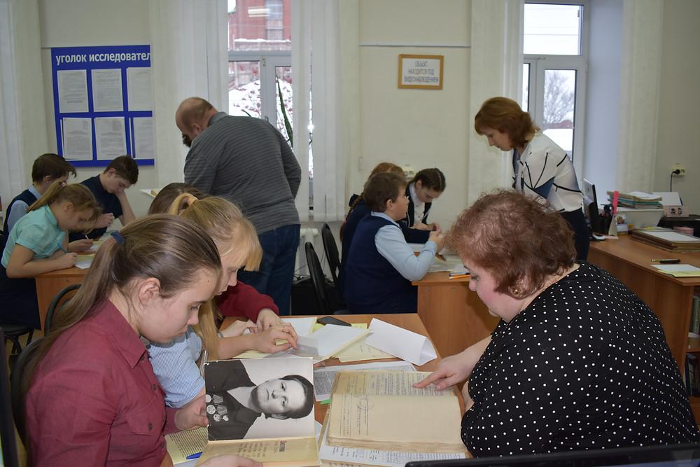 Урок исследовательской работы в архиве для обучающихся школ Красноуфимского района