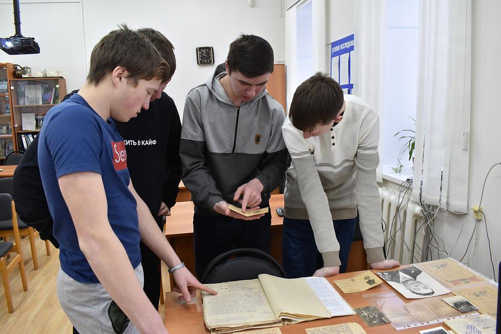 Студенты Красноуфимского филиала Уральского железнодорожного техникума в архиве