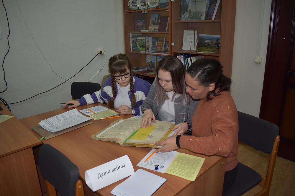 Обучающиеся из с. Крылово и руководитель Анищенко Е.И.