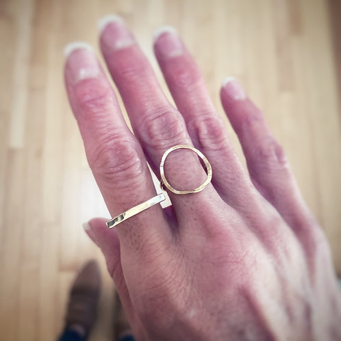 -HAMMERED BAR RING-